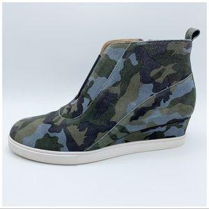 LINEA PAOLO Anna Wedge Sneaker Green Camo Size 11